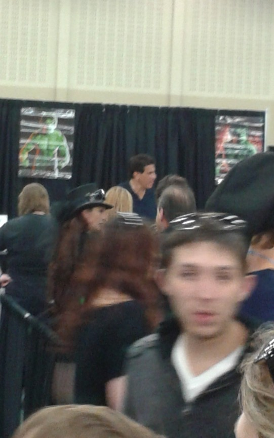 I wasn't supposed to but I just had to get a picture of Lou Ferrigno. The true Incredible Hulk...no CGI necessary lol.